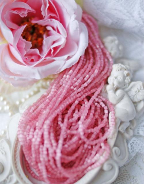 Satin Light Old Pink 2 Cut beads