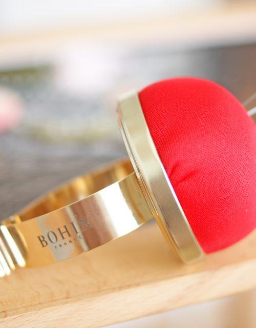 Bohin Velvet pincushion with metallic bracelet Red color