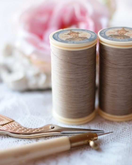 Fil Au Chinois Linen color Gloving Thread