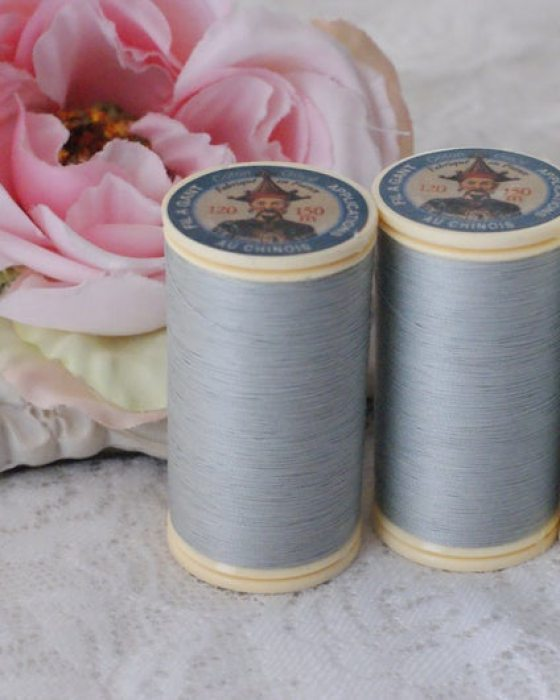 Fil Au Chinois Grey color Gloving Thread