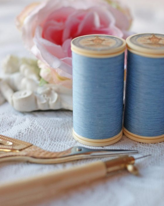Fil Au Chinois Cornflower Gloving Thread