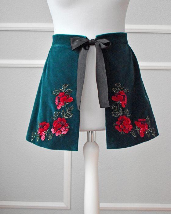 Embroidered basque belt