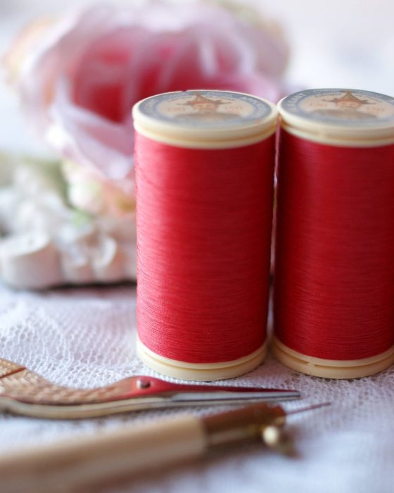 Fil Au Chinois Red color Gloving Thread