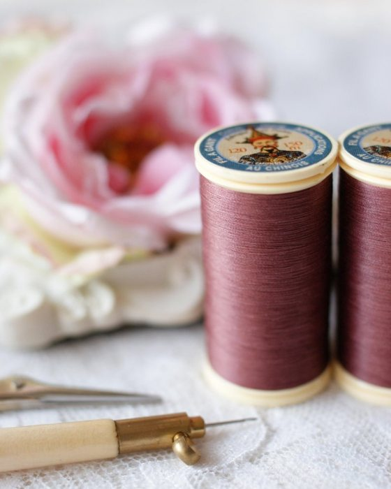 Fil Au Chinois Plum color Gloving Thread