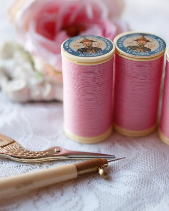 Fil Au Chinois Pink color Gloving Thread