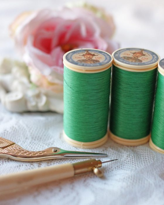 Fil Au Chinois Lawn Green color Gloving Thread